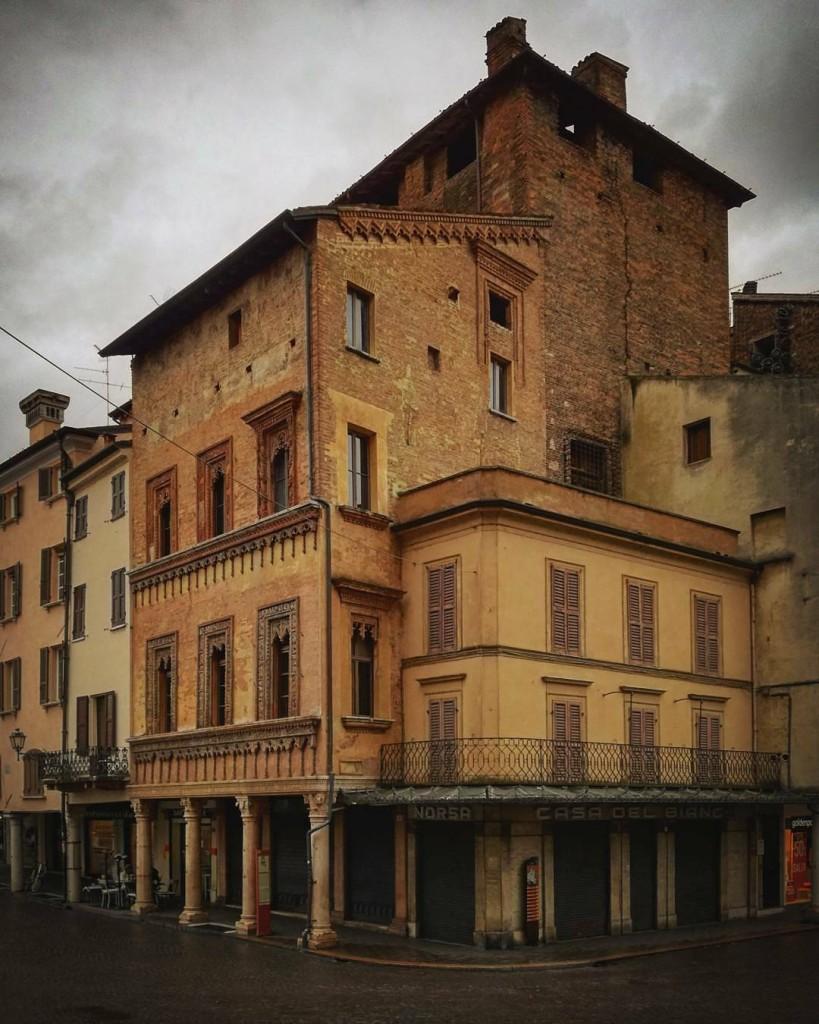 Tessere pezzi stili epoche A Mantova amiamo giocare con lehellip